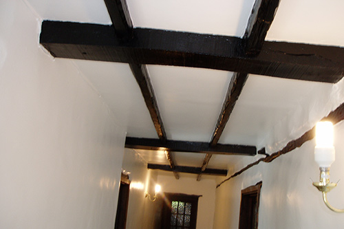 Hallway and beams decorated in a satin finish paint
