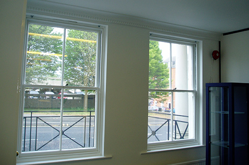 Sash windows and walls finished in a high gloss